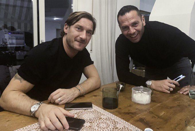 Totti a Pescara e l'account Twitter del club biancoceleste scherza (FOTO) - Siamo la Roma