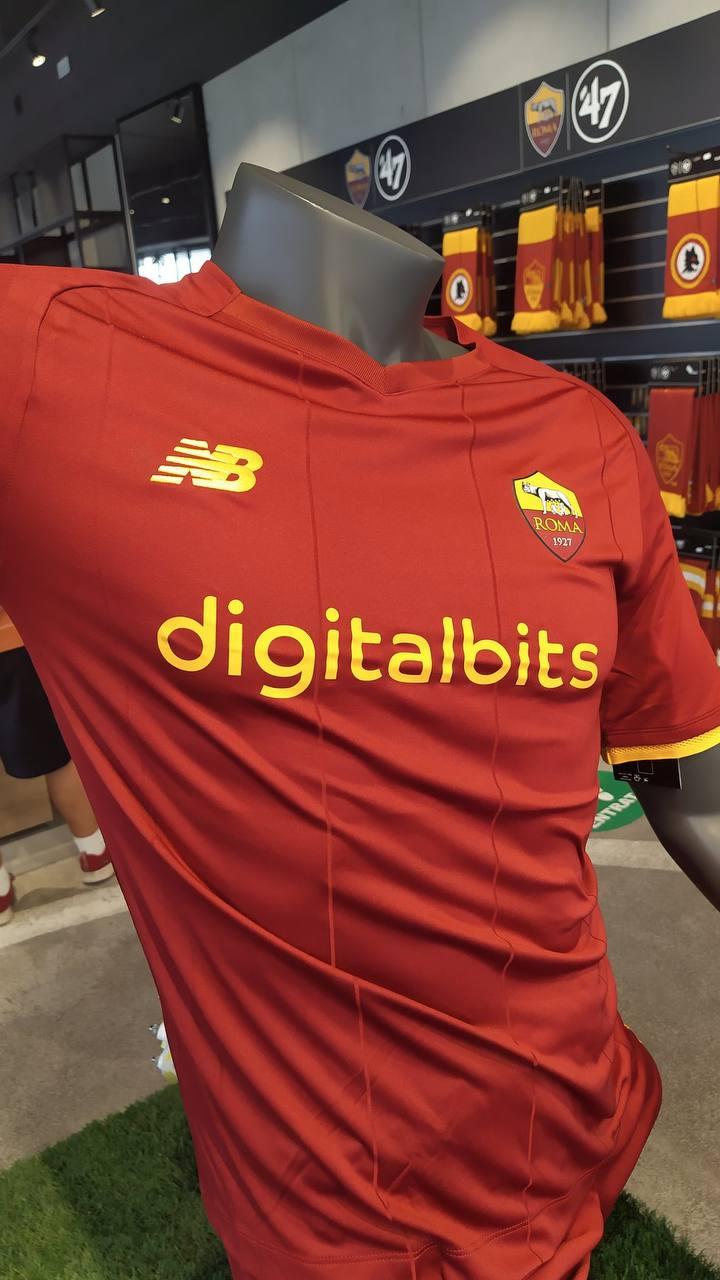 Roma, la nuova maglia già presente nei negozi (FOTO) - Siamo la Roma
